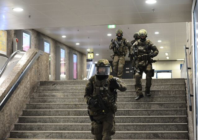 Police walks inside a subyay station Karlsplatz (Stachus) near a shopping mall following a shooting on July 22, 2016 in Munich