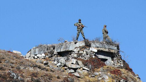 Indian Army personnel keep vigilance at Bumla pass at the India-China border in Arunachal Pradesh - Sputnik International