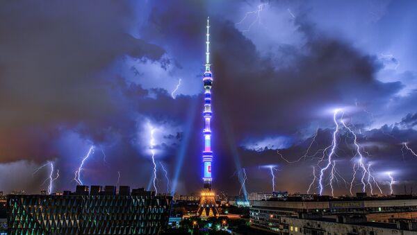 A lightning over the Ostankino TV tower in Moscow. - Sputnik International