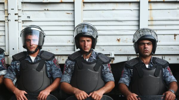 Developments around seized police building in Yerevan - Sputnik International