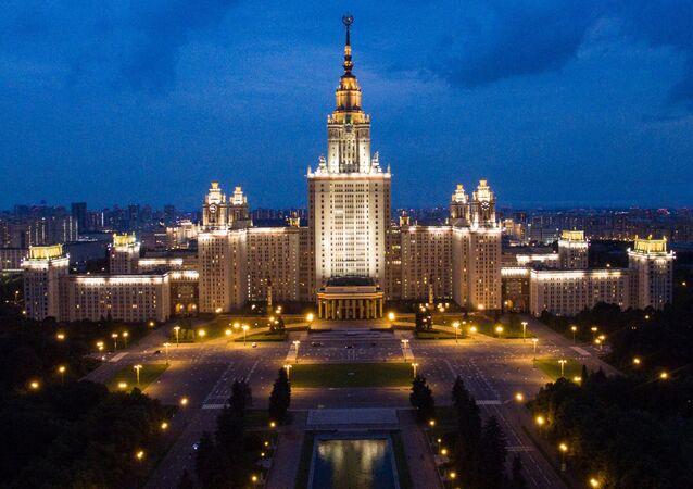 Здание Московского государственного университета имени М.В. Ломоносова в Москве