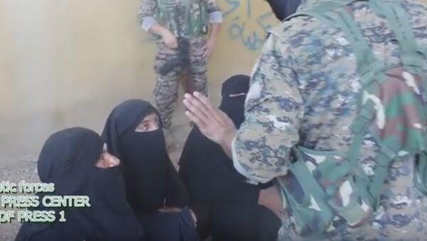 Daesh Militants Attempted to Flee Manbij in Women's Clothes - Sputnik International