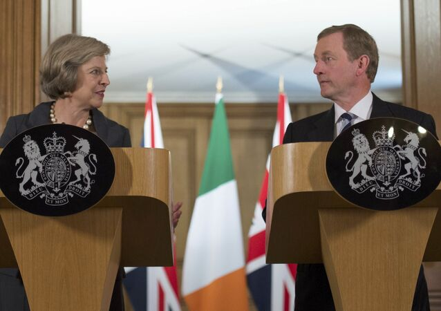 Britain's Prime Minister Theresa May (L) and Irish Taoiseach Enda Kenny hold a joint news conference inside 10 Downing Street, London