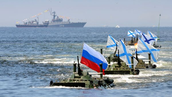 Russian amphibious vehicles drive in formation during a rehearsal for the Navy Day parade in the far eastern port of Vladivostok, Russia - Sputnik International