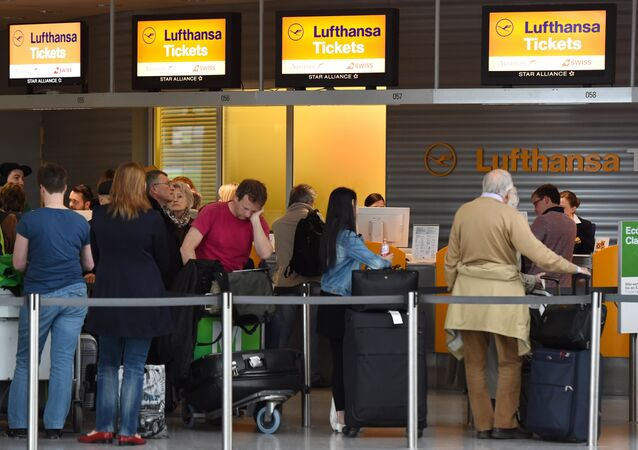 Passengers queue at a Lufthansa counter at the Franz-Josef-Strauss-airport in Munich, southern Germany, on April 27, 2016.