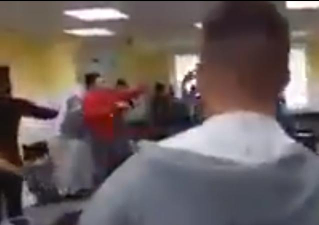 Mass brawl between refugees in registry center in Germany (video screenshot)