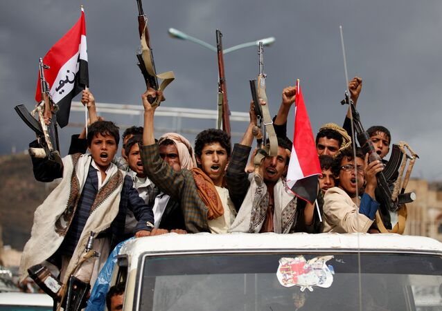 Armed men ride on the back of a truck to attend a rally held by supporters of Houthi rebels and Yemen's former president Ali Abdullah Saleh to celebrate an agreement reached by Saleh and the Houthis to form a political council to unilaterally rule the country, in Sanaa, Yemen August 1, 2016
