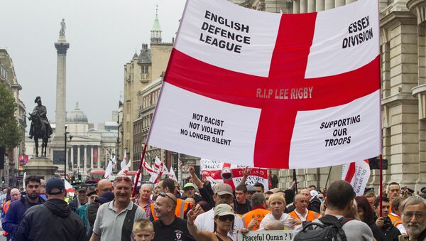 Supporters of the far-right English Defence League (EDL) display banners and flags take part in a march in London on September 20, 2014 - Sputnik International