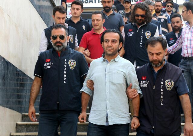 Police escort the journalist Bulent Mumay, center, and others journalist rear, to the court, in Istanbul, Friday, July 29, 2016