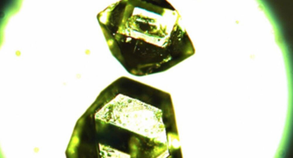 Individual crystals of synthetic zhemchuzhnikovite