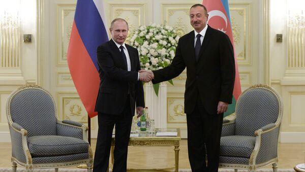 Russian President Vladimir Putin, left, and President of Azerbaijan Ilham Aliyev during a meeting at Genclik residence in Baku - Sputnik International