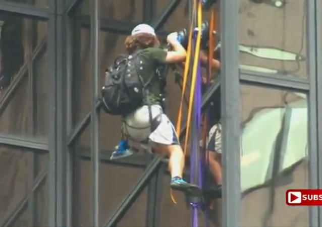 Guy climbing Trump Tower with suction cups