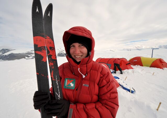 A picture taken in Antarctica on January 2, 2009, shows British explorer, Felicity Aston, poses for a picture during her trip to the South Pole with a team of women from Commonwealth countries