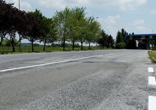 A border crossing between Croatia and Slovenia is seen in Trnovec, Croatia, May 26, 2016