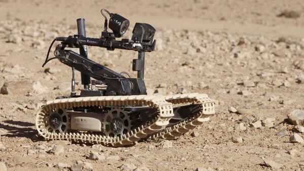 Pictured is a UK Dragon Runner Bomb Disposal Robot operating during Exercise Pashtun Links in Jordan - Sputnik International