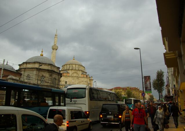 Laleli mosque along the very busy shopping area of the Ordu road
