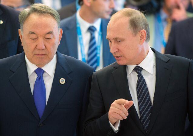 Russian President Vladimir Putin, right, and President of Kazakhstan Nursultan Nazarbayev. (File)