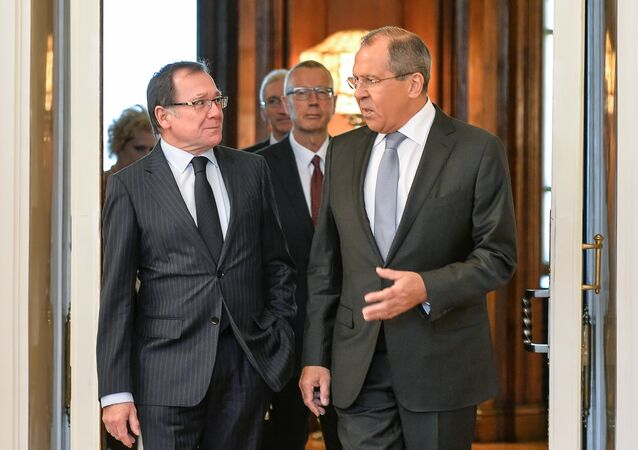 Russian Foreign Minister Sergei Lavrov, right, and Foreign Minister of New Zealand Murray McCully meet for talks in Moscow