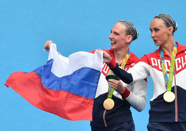 Svetlana Romashina and Natalya Ishchenko (Russia), gold medalists in the women's synchronized swimming free routine finals at the XXXI Summer Olympics, at the award ceremony