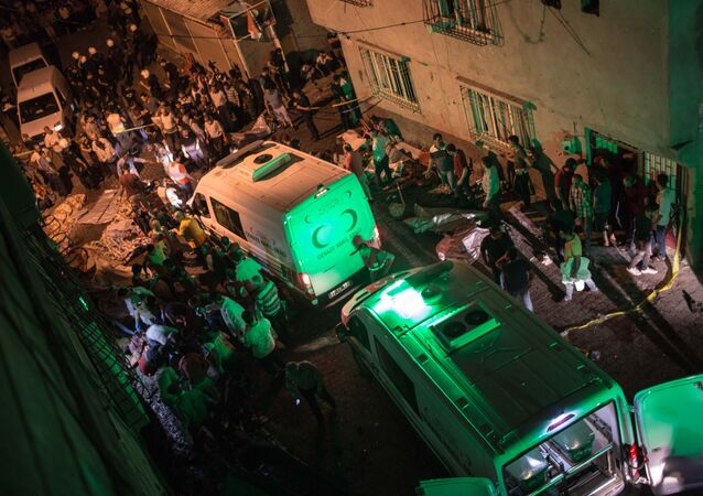 Ambulances arrive at site of an explosion on August 20, 2016 in Gaziantep following a late night militant attack on a wedding party in southeastern Turkey