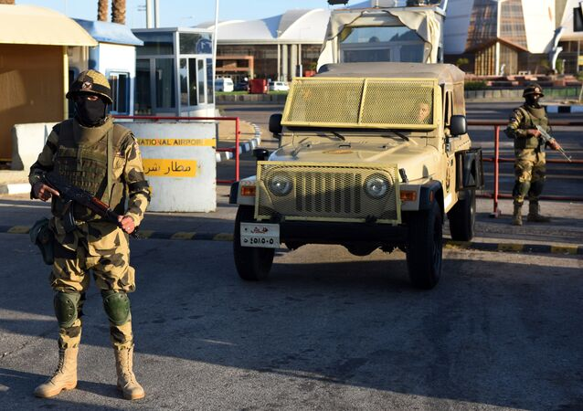 Egyptian army special forces man a temporary checkpoint (File)