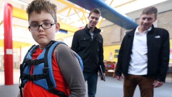 World's first backpack for kids with sensory perception needs - Sputnik International