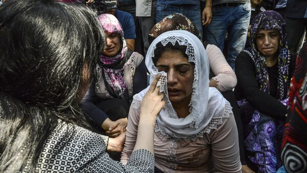 Women cry during a funeral for victims of last night's attack on a wedding party that left 50 dead in Gaziantep in southeastern Turkey near the Syrian border on August 21, 2016 - Sputnik International