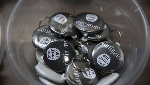 Islamic State group pins are on display at an Islamic bookstore where books about Islam, militant Islamic leaders and Islamic flags are displayed in the Fatih district of Istanbul, Monday, Oct. 13, 2014 - Sputnik International