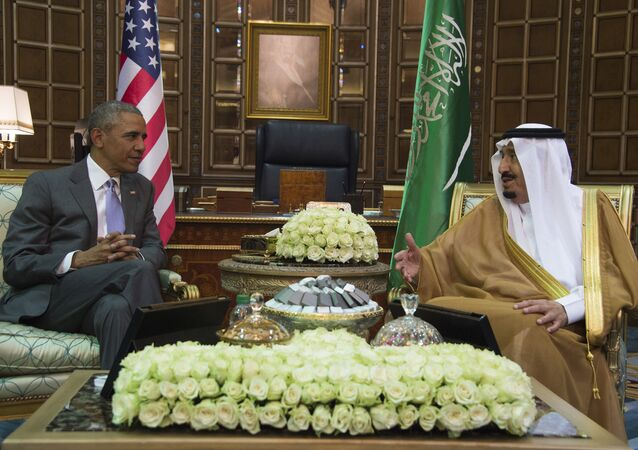 US President Barack Obama (L) speaks with King Salman bin Abdulaziz al-Saud of Saudi Arabia at Erga Palace in Riyadh, on April 20, 2016.