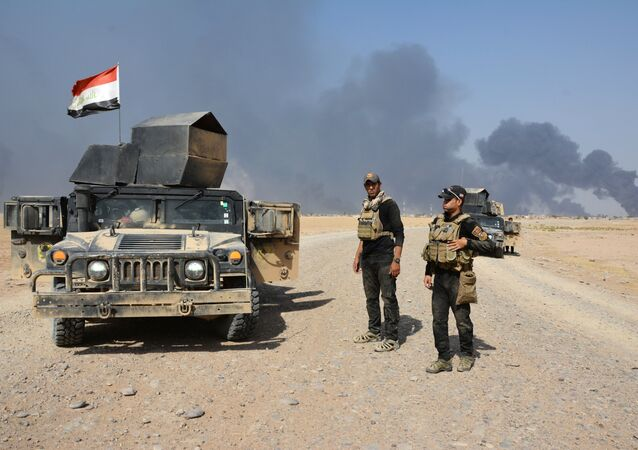 Iraqi security forces gather on the outskirt of Al Qayyarah, Iraq, August 15, 2016. Picture taken August 15, 2016