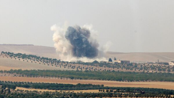 Smoke rises from the Syrian border town of Jarablus as it is pictured from the Turkish town of Karkamis, in the southeastern Gaziantep province, Turkey, August 24, 2016 - Sputnik International