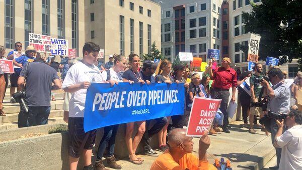 Hundreds Gather in DC to Protest Dakota Access Oil Pipeline - Sputnik International