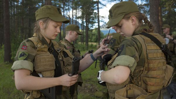 Female army recruits attend a base training at the armored battalion in Setermoen, northern Norway - Sputnik International