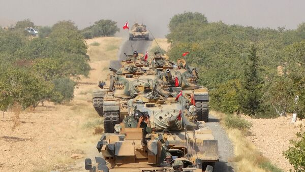 Turkish army tanks make their way towards the Syrian border town of Jarablus, Syria August 24, 2016. Picture taken August 24, 2016. - Sputnik International