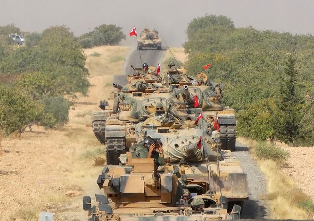Turkish army tanks make their way towards the Syrian border town of Jarablus, Syria August 24, 2016. Picture taken August 24, 2016.