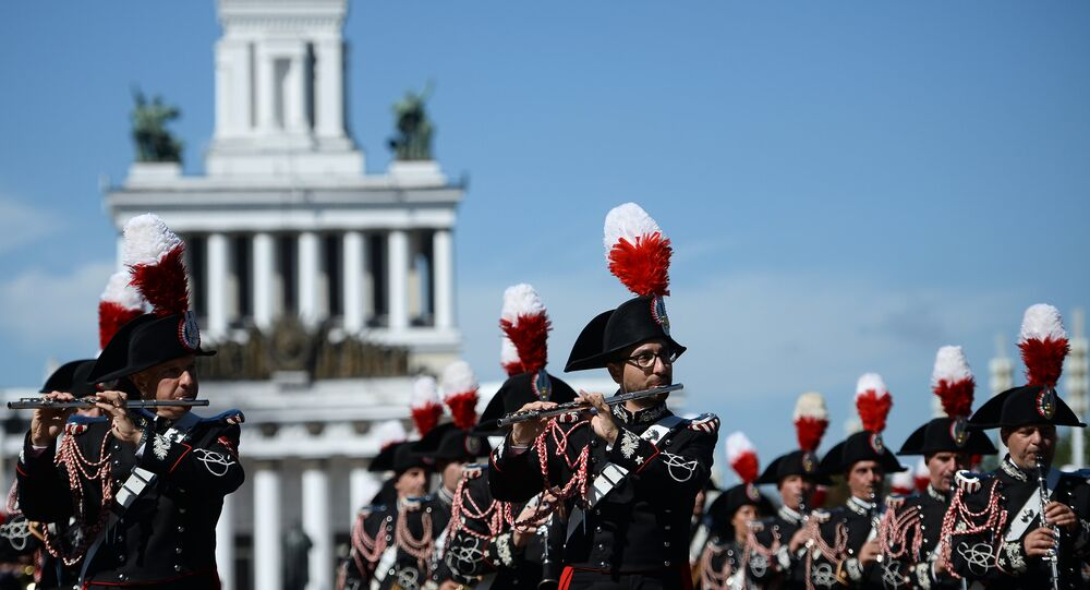 """The participants in the 2016 International Military Music Festival """"Spasskaya Tower"""" parade on the VDNKh central alley, Moscow"""
