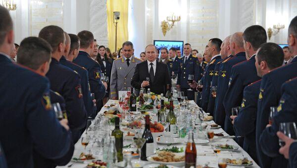 Russian President Vladimir Putin hosts reception in honor of military academy graduates - Sputnik International