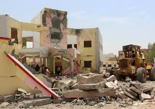 Yemenis, including soldiers, inspect the site of a suicide car bombing claimed by the Islamic State group on August 29, 2016 at an army recruitment centre in the southern Yemeni city of Aden