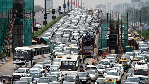 Indian commuters and their vehicles stand in a traffic jam in New Delhi  (File) - Sputnik International
