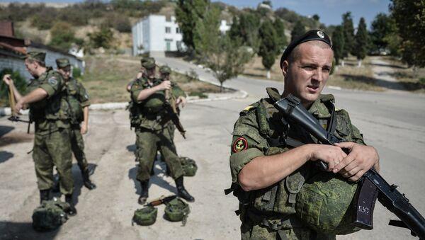 Soldiers at the Russian Black Sea Fleet base in Sevastopol - Sputnik International