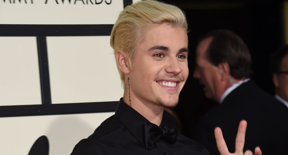 Singer-songwriter Justin Bieber (R) arrives on the red carpet for the 58th Annual Grammy music Awards in Los Angeles, 15 February 2016.