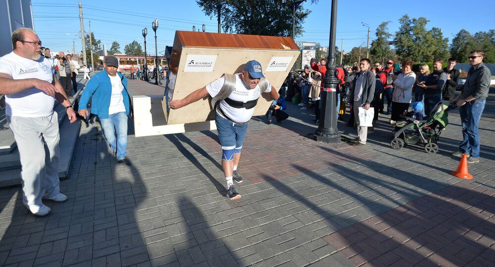 Strongman Elbrus Nigmatullin carries a 280-kilogram piano for 100 meters to mark the 280th anniversary of Chelyabinsk