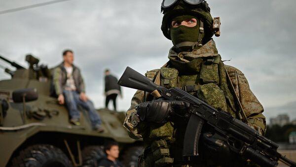 A soldier in 'Ratnik' modern military garment - Sputnik International