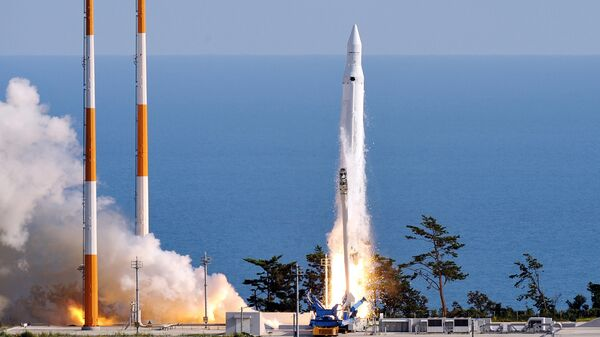 The Korea Space Launch Vehicle-1 (KSLV-1) launches off at the Naro Space Centre in Goheung, 485 km south of Seoul - Sputnik International