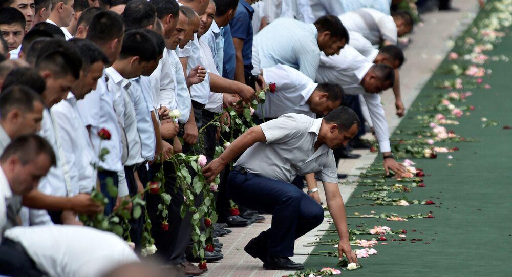 People attend a mourning ceremony following the death of Uzbek President Islam Karimov, in Registan Square in Samarkand, Uzbekistan, September 3, 2016