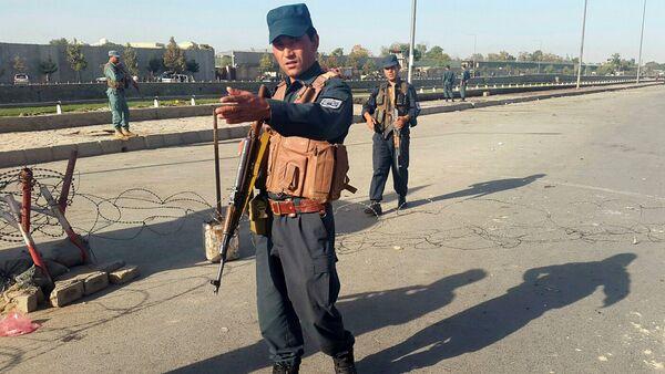 Afghan policemen stand guard at the site of a blast in Kabul, Afghanistan September 5, 2016 - Sputnik International