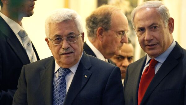Palestinian president Mahmoud Abbas, left, walks with Israeli Prime Minister Benjamin Netanyahu, right, with Special Middle East Peace Envoy, former Sen. George Mitchell, behind center, at his residence in Jerusalem, Israel Wednesday, Sept. 15, 201 - Sputnik International