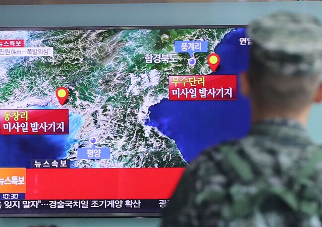 A South Korean soldier watches a TV broadcasting a news report on Seismic activity produced by a suspected North Korean nuclear test, at a railway station in Seoul, South Korea, September 9, 2016.