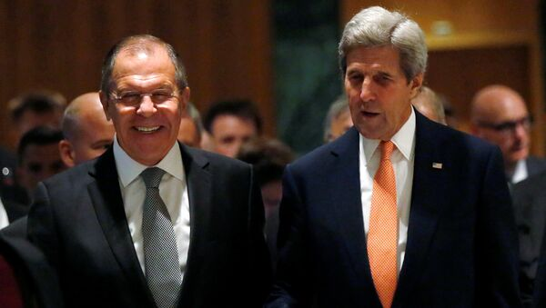 U.S. Secretary of State John Kerry (R) and Russian Foreign Minister Sergei Lavrov walk into their meeting room in Geneva, Switzerland, to discuss the crisis in Syria, September 9, 2016 - Sputnik International