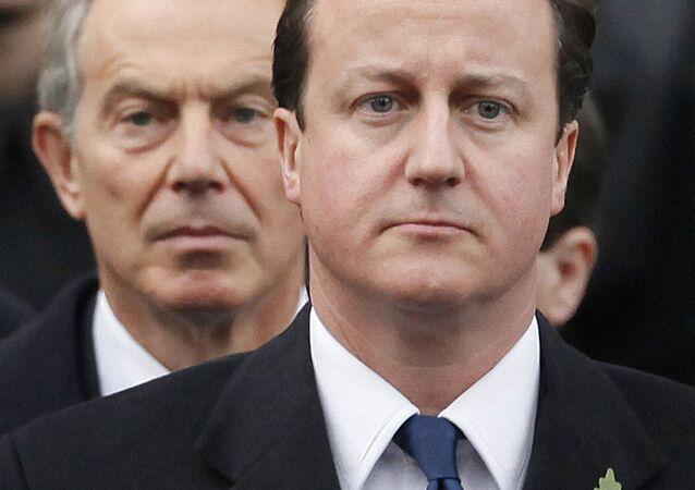 David Cameron (R) and Tony Blair (L)